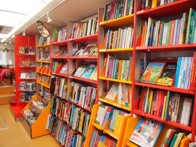 Это изображение имеет пустой атрибут alt; его имя файла - book-building-furniture-library-retail-public-library-bookselling-500707-650x488.jpg